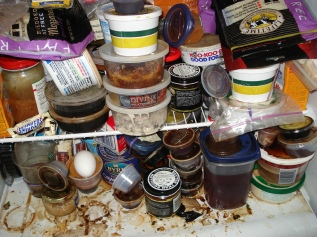 messy-fridge